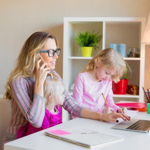 Mamá/Papá ¿trabajas desde casa? Puedes estar dando, sin darte cuenta, una de las lecciones de vida más importantes a tus hijos.